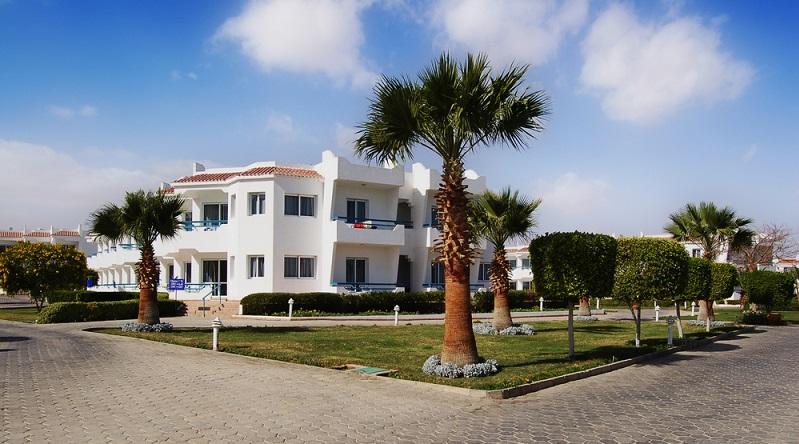 Menschen mit einem normalen Einkommen können von den Immobilien auf Mallorca nur träumen. Die Preise sind jenseits des Möglichen und auch jenseits der üblichen Kreditwürdigkeit. Doch im internationalen Vergleich liegen die mallorquinischen Preise gar nicht so hoch – mehr geht immer. (#03)
