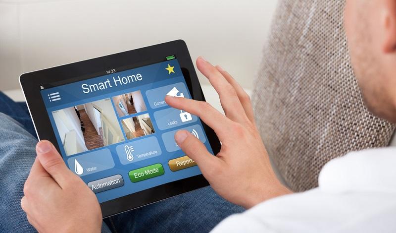 Was für viele noch wie Zukunftsmusik klingt, ist eine moderne Technologie, die ohne Frage auf dem Vormarsch ist. Immer mehr Wohnumgebungen sind mit den notwendigen Voraussetzungen ausgestattet, um die SmartHome-Technologie ohne Probleme umzusetzen. (#04)