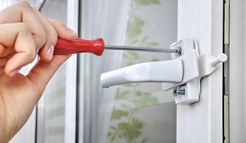 Mehr als ein Drittel der Wohnungseinbrüche wird abgebrochen, weil die Einbrecher von der vorhandenen Sicherheitstechnik überfordert sind. Türen und Fenster sollten daher in jeder Wohnung und jedem Haus so gut wie möglich gesichert sein. (#01)