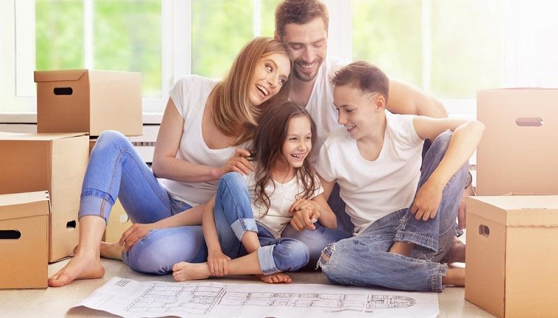 Die Planung des Eigenheims macht Spaß, ist aber nicht immer einfach. Schließlich soll die gesamte Familie zufrieden sein. Kein Zimmer darf zu klein sein und die täglichen Abläufe müssen reibungslos funktionieren. Nur so ist ein stressfreies Zusammenleben möglich. (#02)