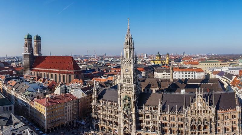 Fast überall in Deutschland geht es mit den Immobilienpreisen seit einigen Jahren kontinuierlich aufwärts. Das ist gerade in attraktiven Großstädten wie München deutlich zu sehen. Die bayerische Landeshauptstadt gehört zu den beliebtesten Wohnorten von Deutschland. (#03)