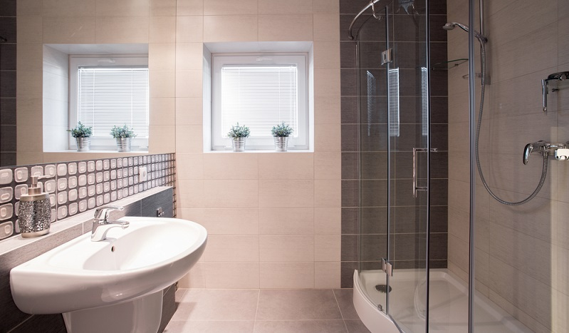 In einem kleinen Badezimmer lassen sich mit ein wenig Geschick und sorgfältiger Planung feine Wellnessoasen kreieren. (#04)