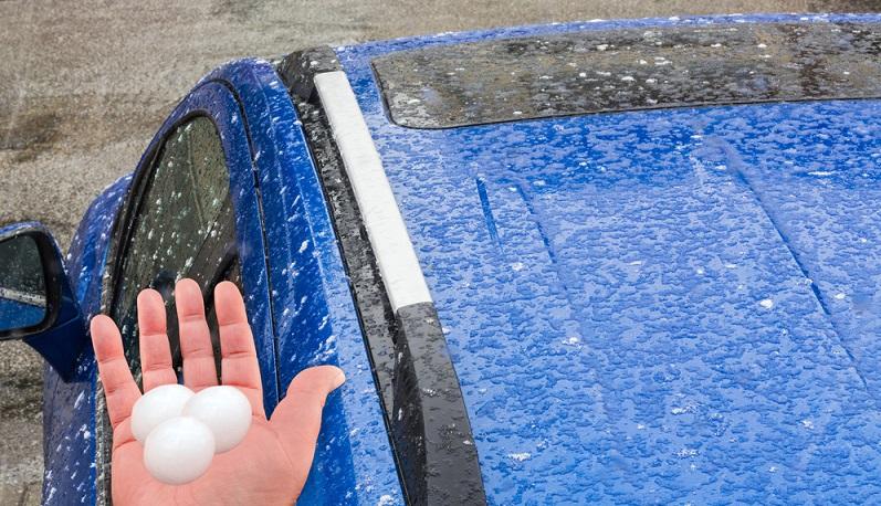Fahrzeugbesitzer fürchten immer mehr, dass Regen und Hochwasser Autos und Motorräder beschädigen. (#02)