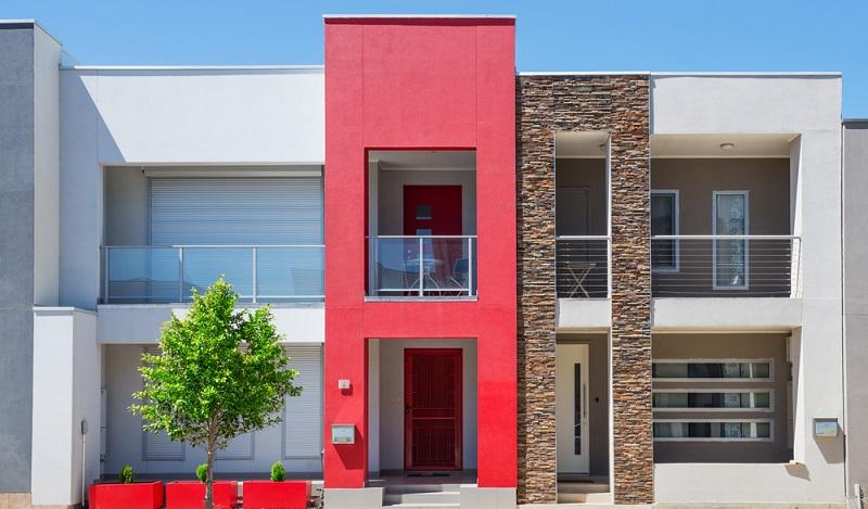 Bei der Putzfassade ist auch die ausgewählte Farbe noch ein Kostenfaktor, der zu berücksichtigen ist. Je auffälliger der Ton, desto höher die Kosten. (#04)