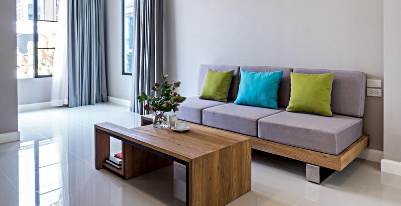 Auch nach vielen Jahren sehen Massivholzmöbel noch schön aus. Während andere Möbel an ihren Verbindungsstellen oder an den Kanten Verschleißspuren zeigen, treten diese Probleme beim Massivholz nicht auf. (#02)