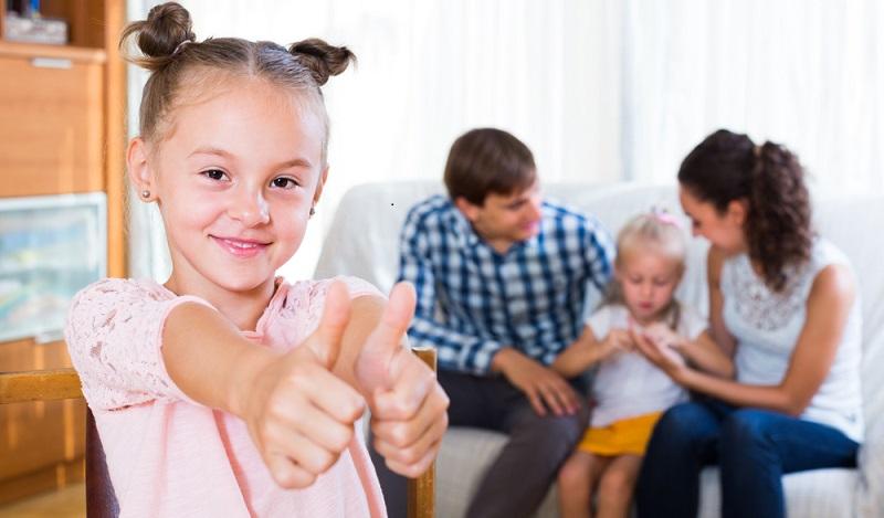 Wurden die möblierten Räume in der Wohnung dagegen an eine Familie vermietet, besteht ein längerer Kündigungsschutz. In diesem Fall gelten die Fristen im Mietvertrag für möblierte Wohnung. (#02)