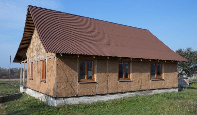 Ökologisch bauen: verputzt mit Lehm ermöglicht der Strohballenbau ein gesundes und behagliches Raumklima. (#04)