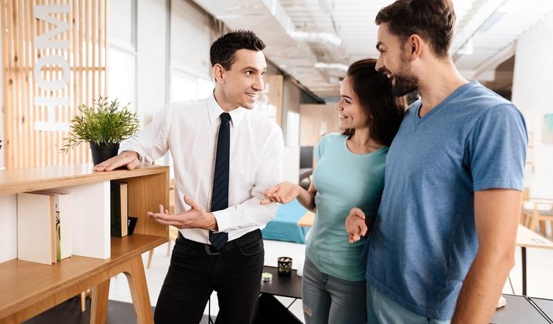 Sehr große Erfolge erzielen die Online-Shops im Bereich der Kleinmöbel, Lampen und Wohnaccessoires. (#03)