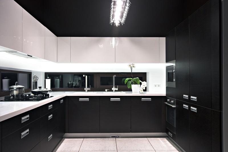 Die Beleuchtung in der Küche gehört ebenfalls zur harmonischen Planung dazu. (#04)