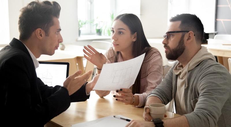 Angesichts der niedrigen Immobilienpreise und der immer noch tiefen Zinsen entscheiden sich viele Menschen für den Kauf eines eigenen Hauses. (#03)