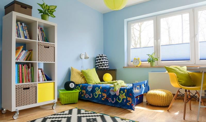 Die meisten Kinder haben Probleme damit, das Kinderzimmer ordentlich zu halten. Dabei ist das nicht schwer, wenn die passenden Möbel vorhanden sind!