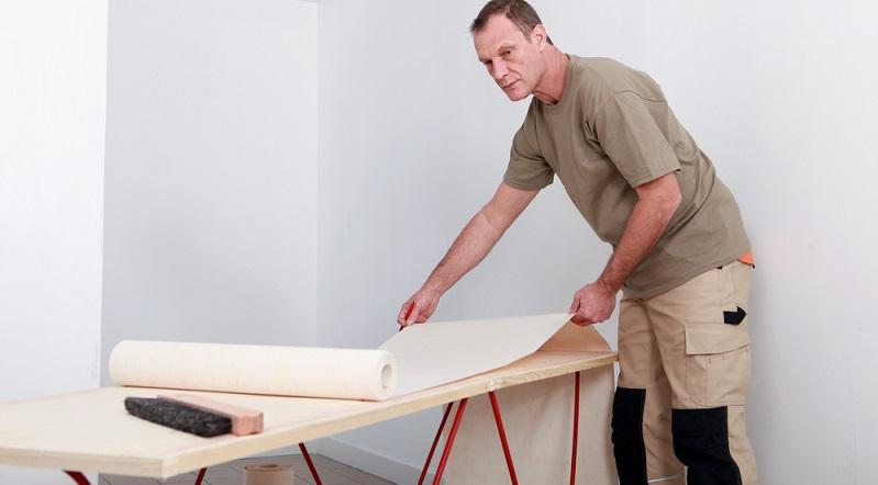 Viele Menschen erledigen kleinere Renovierungsaufgaben gerne selbst. Zum einen macht es Spaß, die Räume selbst zu gestalten. Zum anderen lassen sich auf diese Weise hohe Kosten für die Handwerker einsparen. (#01)