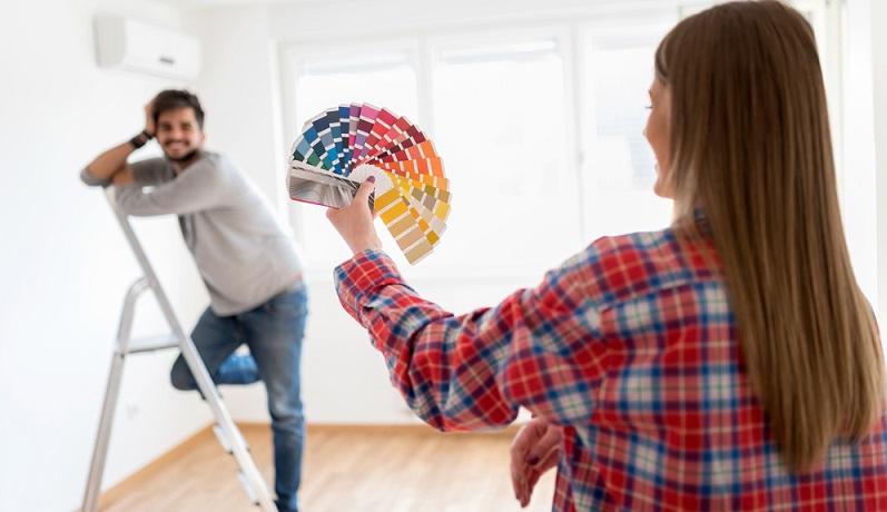Wenn Sie die Vliestapete streichen möchten, müssen Sie dafür lediglich eine gewöhnliche Wandfarbe kaufen. (#01)