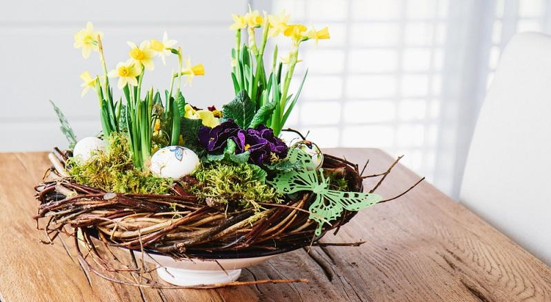 Nutzen Sie Zimmerpflanzen und Blumensträuße, um die aktuelle Jahreszeit oder einen besonderen Anlass in Ihrem heimischen Umfeld darzustellen. (#01)