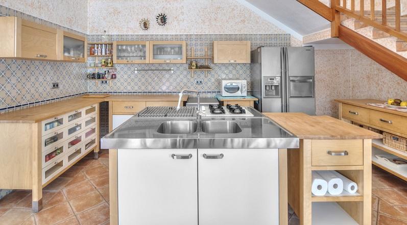 Ein sehr wichtiger Faktor bei der Arbeit in der Küche ist die Arbeitshöhe. (#04)