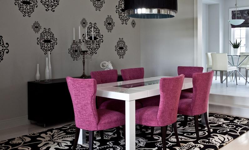 Wenn Sie das Esszimmer modern gestalten wollen, heißt das nicht, dass Sie auf Deko verzichten müssen. (#06)