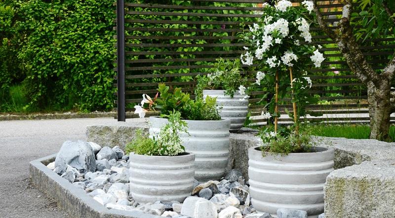 Damit dieser Gartenbereich voll zur Geltung kommt, müssen Sie ihn mit passenden Steinen ausstatten.(#02)