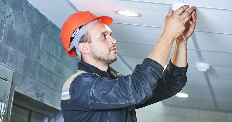 Zum anderen beschäftigt er sich mit dem Einsatz von Rauchwarnmeldern, Wärmezählern, technischen Möglichkeiten der Funkerfassung und mit der richtigen Umsetzung der Richtlinien, die im Energiepass verankert sind.