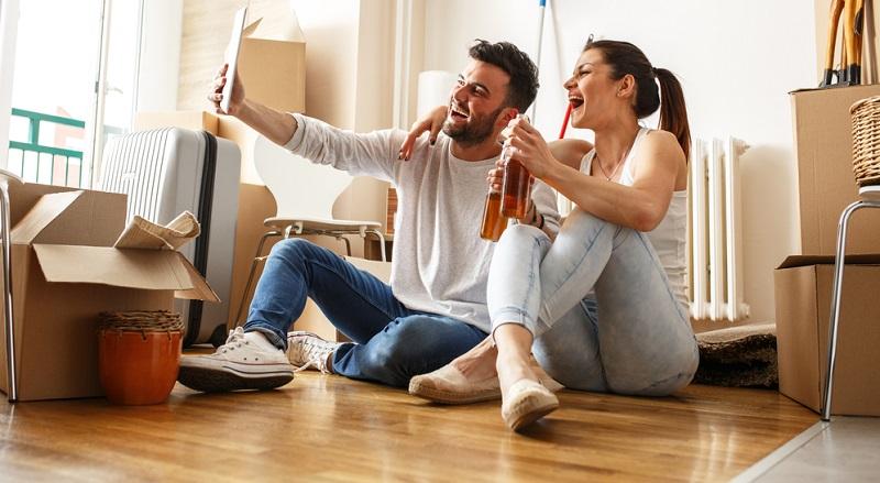 Wer in Deutschland eine Wohnung sucht und vielleicht noch Student ist oder schon eine ganze Familie mitbringt, hat schlechte Karten. Warum ist das so?