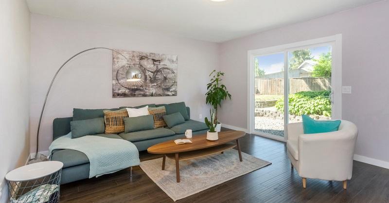 Klassischer Style: Dieser Wohnstil ist darauf ausgerichtet, den Eindruck eines symmetrischen Raums zu erzeugen, der elegant ist und dennoch formalen Ansprüchen genügt.