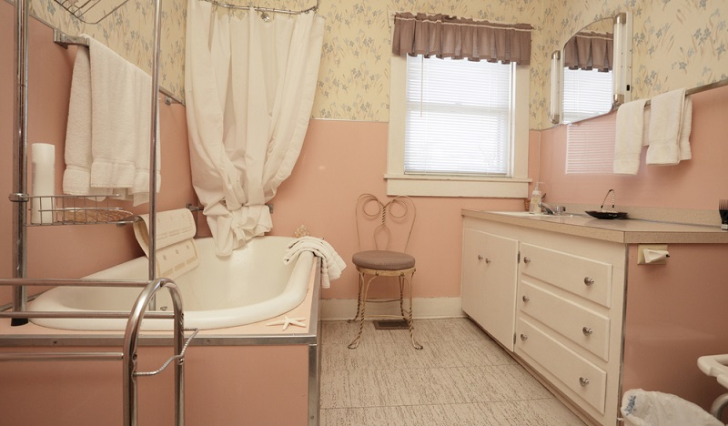 Noch in den 1970er Jahren war längst nicht jeder Haushalt mit einem eigenen Bad ausgestattet. Oftmals wurden Nasszellen in Mehrfamilienhäusern von mehreren Familien genutzt.