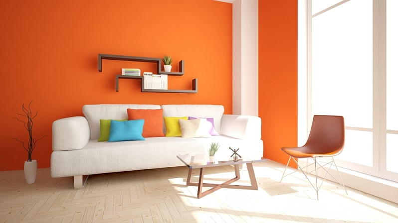Orange lässt das gemütliche Wohnzimmer jung und trendy wirken. Die Farbe kann allerdings rasch aufdringlich sein, daher ist es besser, damit nur eine einzelne Wand zu gestalten.