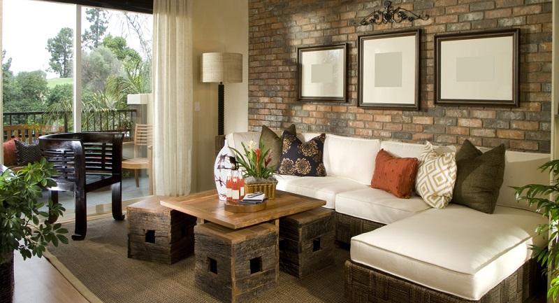 Die Wohnzimmerwände spielen eine ebenso große Rolle in puncto Gemütlichkeit und daher darf die Gestaltung der Wände nicht vergessen werden.
