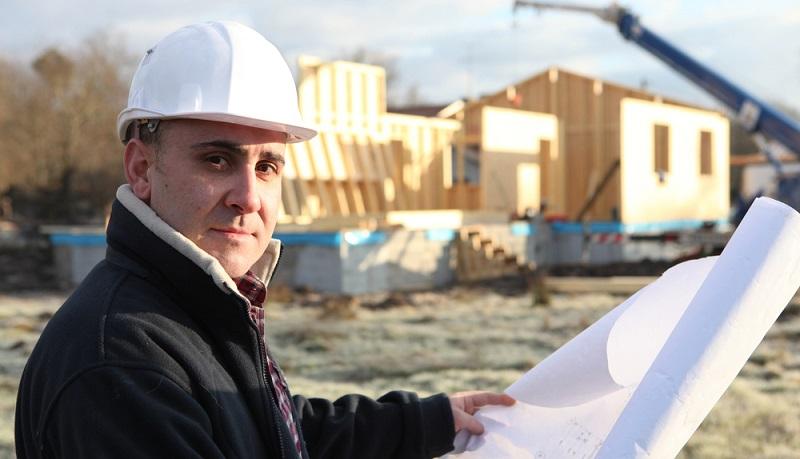 Die Wahl des Häusertyps hat weitreichende Konsequenzen. Soll ein Massivhaus gebaut werden oder möchte man besonders schnell in die eigenen vier Wände einziehen und entscheidet sich deshalb für ein Fertighaus?