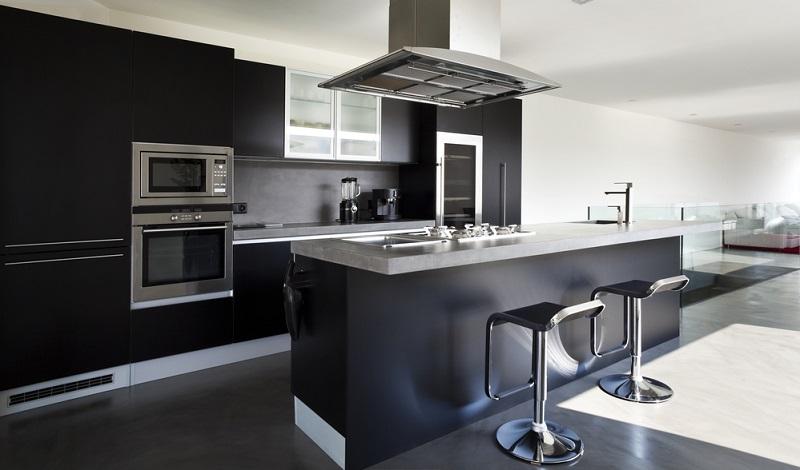 Ein minimalistischer Küchenstil ist heutzutage in Mode. Das birgt jedoch die Gefahr, dass die Küche steril und ungemütlich wirkt.