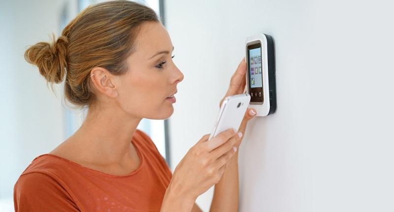 Wer eine Wohnung renovieren oder ein Haus sanieren möchte, will vielleicht gleich auf die komplette Vernetzung der Geräte untereinander setzen.