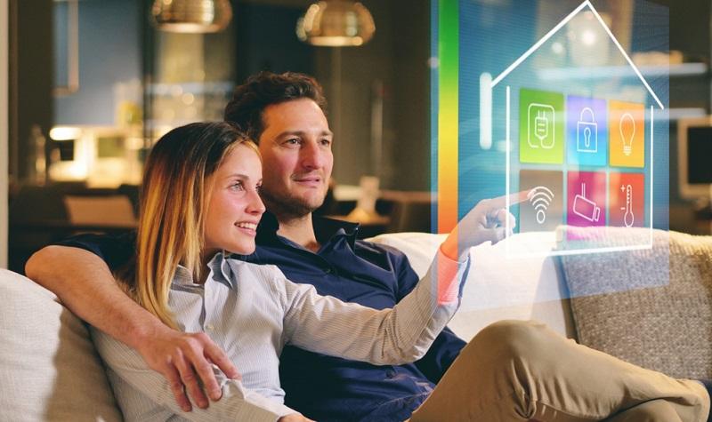 """Der Begriff """"Smart Home"""" dürfte inzwischen allen bekannt sein. Gemeint ist damit, dass die Geräte im Haushalt (elektronische Geräte und Multimedia-Anlagen) interagieren und über eine zentrale Steuerung befehligt werden."""