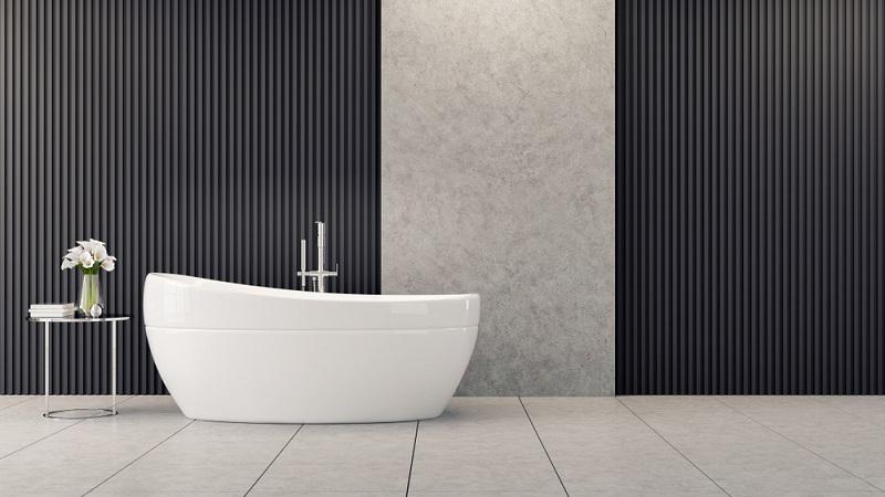 In diesem Badezimmer wurde ein moderner, kühler Designentwurf realisiert.