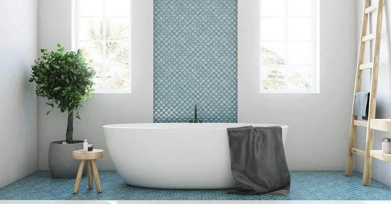 Eine freistehende Badewanne setzt einen interessanten gestalterischen Akzent im Badezimmer und ist außerdem überaus praktisch, denn sie kann an jeder Stelle des Bads aufgestellt werden.