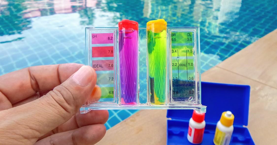 Mit den bekannten Testern kann man meist sowohl den pH-Wert wie auch den Chlorwert im Pool testen. Eine automatische pH-Messung ist so noch  nicht möglich, aber der Test ist schnell gemacht. (#1)
