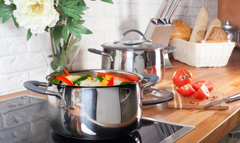 Ceranfeld reinigen: Auf einem glänzenden Glaskeramikkochfeld macht das Kochen doch gleich doppelt soviel Spaß.