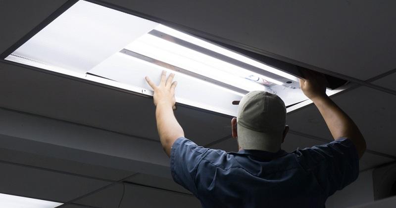In der Regel beschränken sich Defekte auf zwei Möglichkeiten: Entweder, die Leuchtstoffröhre selbst ist kaputt oder es handelt sich bei dem Problem um den Starter.