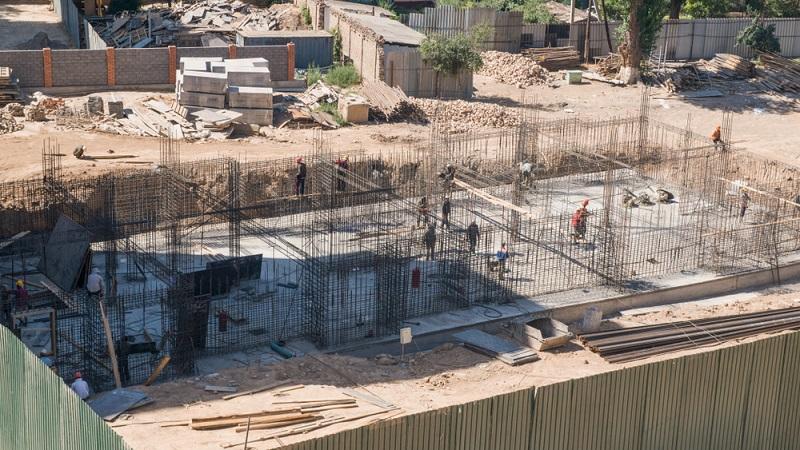 """Wichtig: Der Fundamentplan muss auch beim Bau umgesetzt werden. Es reicht nicht, eine Bodenplatte """"so ungefähr"""" zu errichten und zu hoffen, dass dies keine Folgen haben wird. (#05)"""