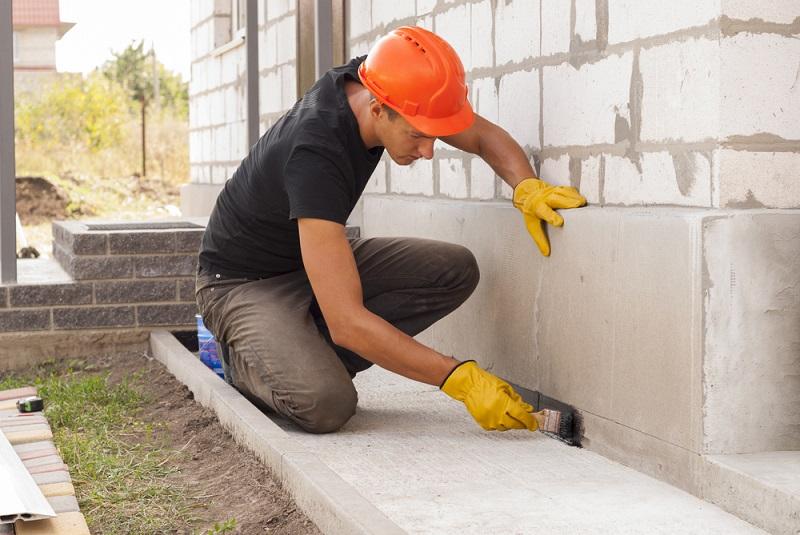 Wichtig ist daher die Dimensionierung der Bewehrung in dem Fundamentplan, die anhand der berechneten Tragfähigkeit des Bodens erstellt wird. Nur damit wird sichergestellt, dass die tragenden Wände auch wirklich solche sind und nicht unvorhergesehen nachgeben. (#02)