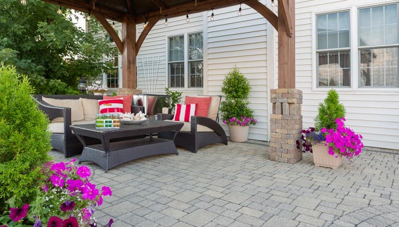 Wer zwischendurch einfach mal alle fünf gerade sein lassen möchte, braucht eine Sitzecke im Garten.