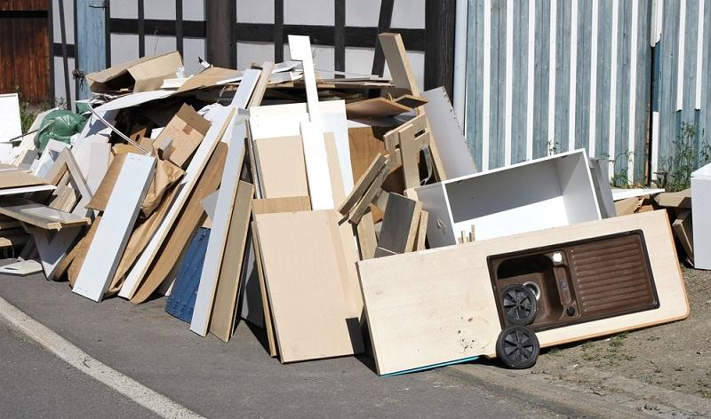 Für einen Hausbau gibt es in der Regel einen Kostenplan. Doch nicht selten bezieht er den wichtigen Punkt der Entsorgung nicht mit ein. Baumischabfall und Bauschutt sind kostenpflichtig zu entsorgen!
