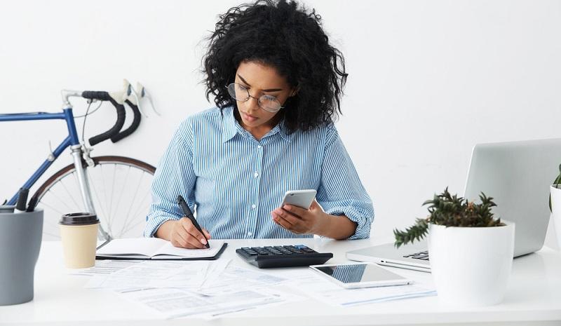 Bargeldzahler rechnen mehr und haben am Ende des Monats mehr Geld übrig!