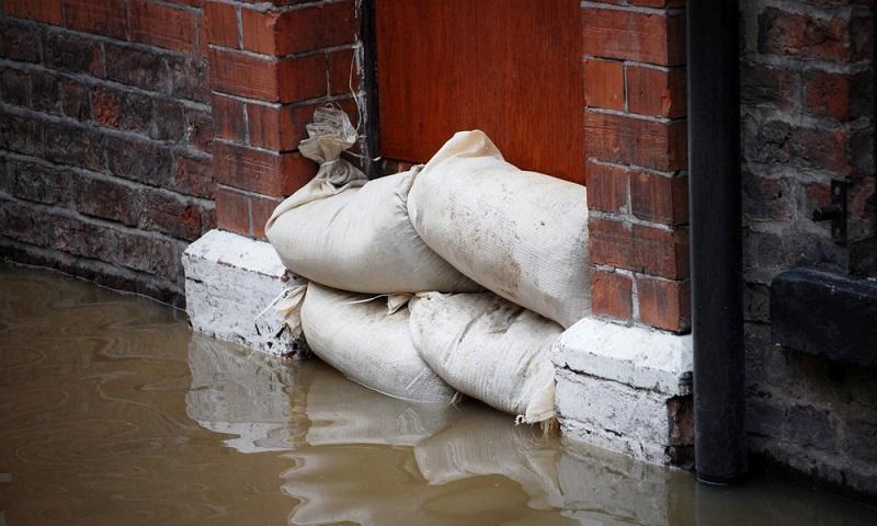 Auch im Süden und Osten des Landes sind vermehrt Hochwasser-Wetterlagen festzustellen. Insbesondere das Donau- sowie das Elbeeinzugsgebiet sind von häufigen Überflutungen betroffen.