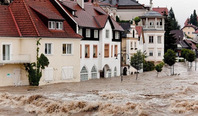 Auch die Wahrnehmung vieler Menschen, dass es schlichtweg häufiger und heftiger regnet, ist zutreffend. In Deutschland gibt es doppelt so viele extreme Wetterlagen wie noch von einhundert Jahren.