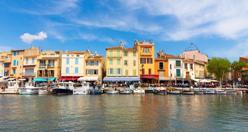 Eine Ferienimmobilie in Südfrankreich zu kaufen, ist für deutsche EU-Bürger genauso einfach wie der Kauf eines Hauses in Deutschland.