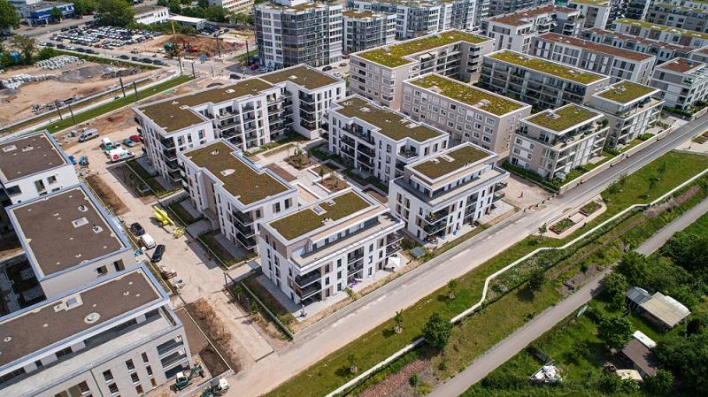 Wohnen in modernen Häuser nahe einer historischen Innenstadt ist für viele Menschen sehr reizvoll und bietet außerdem dringend benötigten Wohnraum.