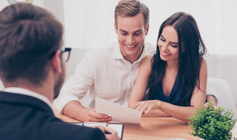Die Immobilienfinanzierung ist oft auf 20 Jahre oder länger ausgelegt. In dieser Zeit kann viel passieren! Mit der Risikolebensversicherung schützt der Bauherr sein Vermögen und das der Familie.