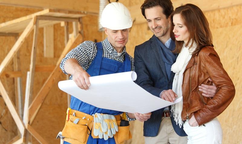 Der Bauherr muss verschiedene wichtige Versicherungen tragen, die Risikolebensversicherung ist neben der Haftpflichtversicherung eine der wichtigsten dabei