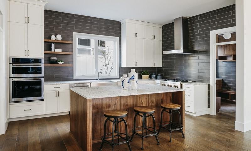 Wenn Sie eine Küche kaufen wollen, sollten Sie sich Zeit lassen. (Fotolizenz- shutterstock_David Papazian)