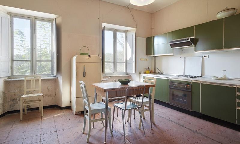 Ehe Sie eine neue Küche kaufen, schauen Sie sich die alten Küchenmöbel genau an. Gerade hochwertige Küchen lassen sich wunderbar wieder aufarbeiten. ( Fotolizenz- shutterstock andersphoto )