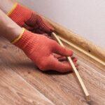 Fußleisten befestigen: 6 Klebe-Varianten im Vergleich kennenlernen